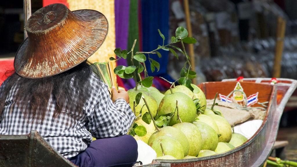 For å oppleve Bangkoks spesielle transportårer best mulig, anbefales det å dra til Amphawa.