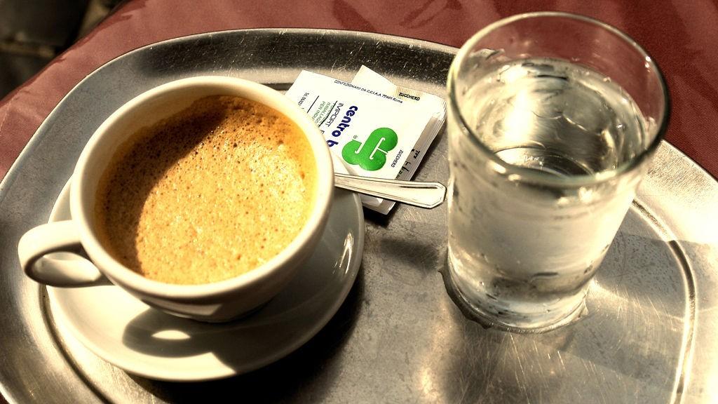 Ingen andre steder er kaffen så mørk, så brent og så sterk som i Italia.