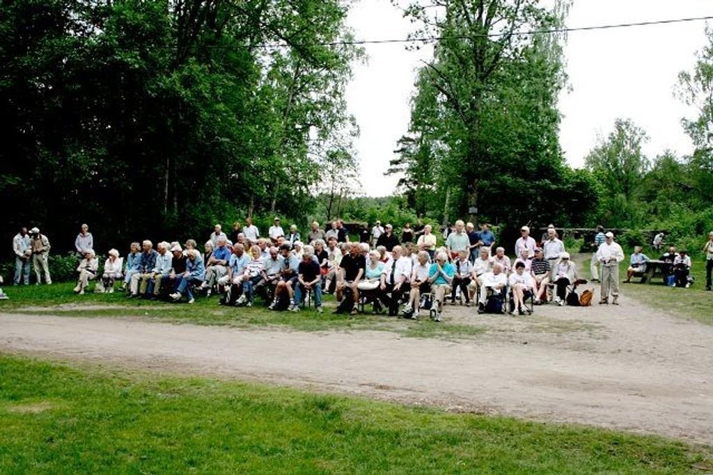 Bilde fra tidligere minnestund på Sarabråten. ARKIVFOTO: Sara Sægrov Ruud