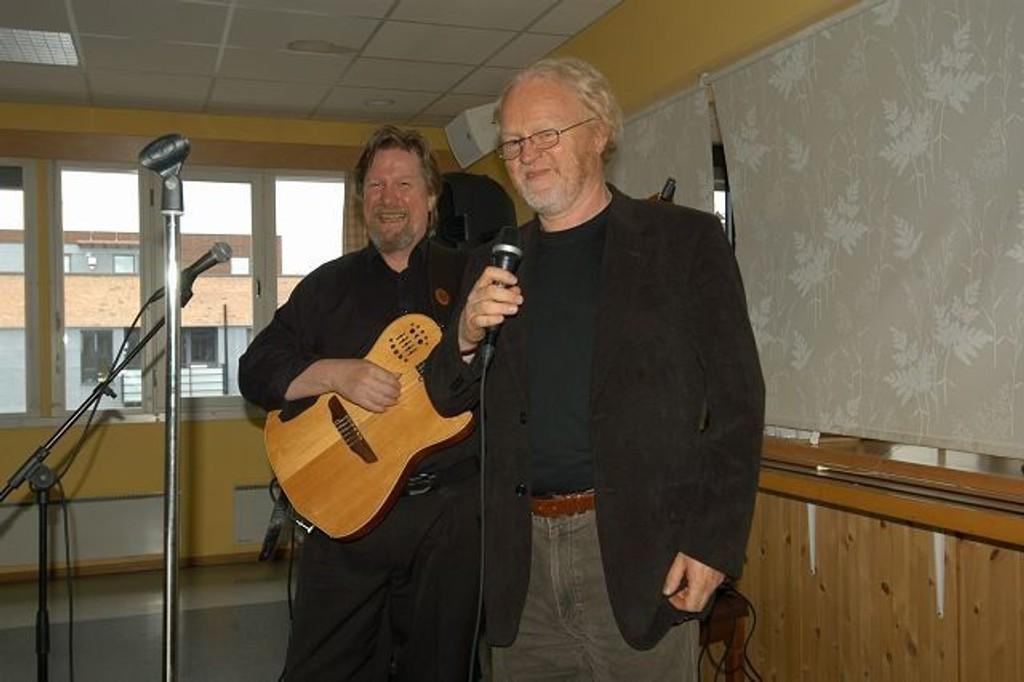 Viggo Sandvik og Tom Steinar Lund fikk umiddelbart med seg publikum. FOTO: ELISABETH C. WANG