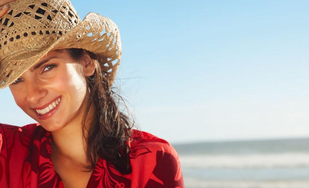 En stor solhatt er kanskje det viktigste du kan anskaffe deg. Lekkert og fornuftig.