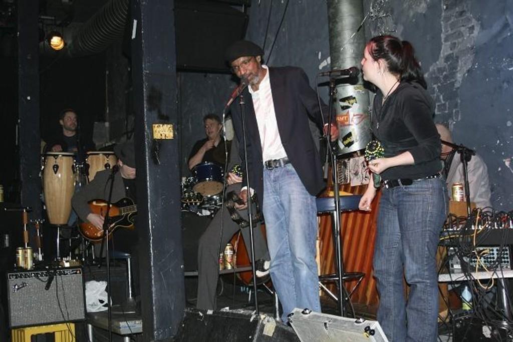 Frank Znort Orchestra lar jul være jul, og spiller opp på Blå ikveld.