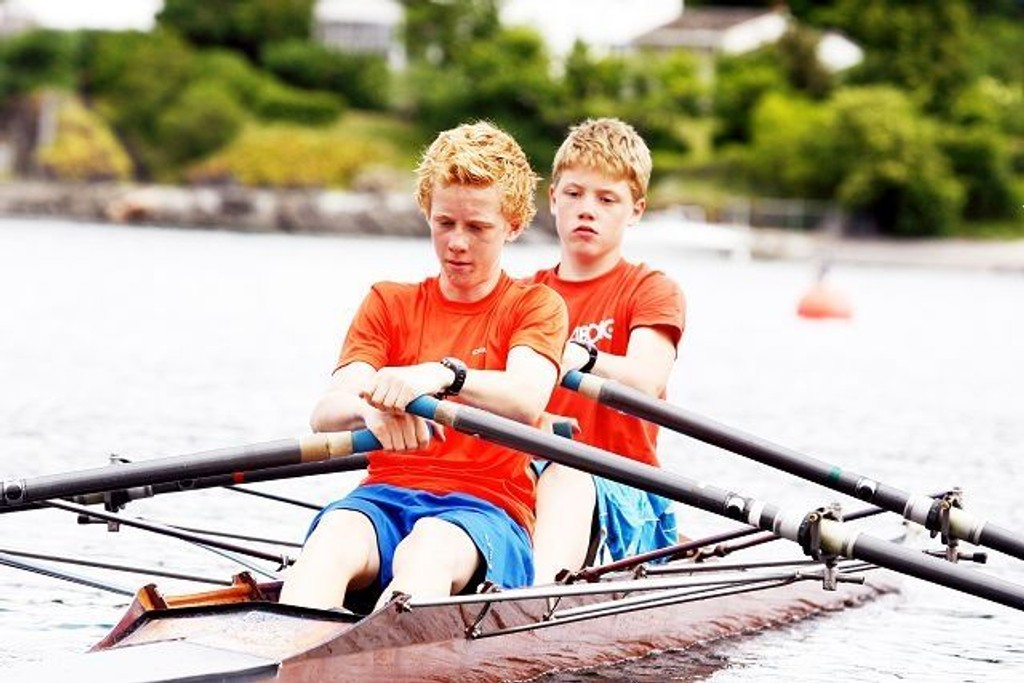 14-åringene Audun Grepperud og Emil-Kristoffer Bakkjord har planer om å ro fort i København til helgen. Her under trening i Bunnefjorden.