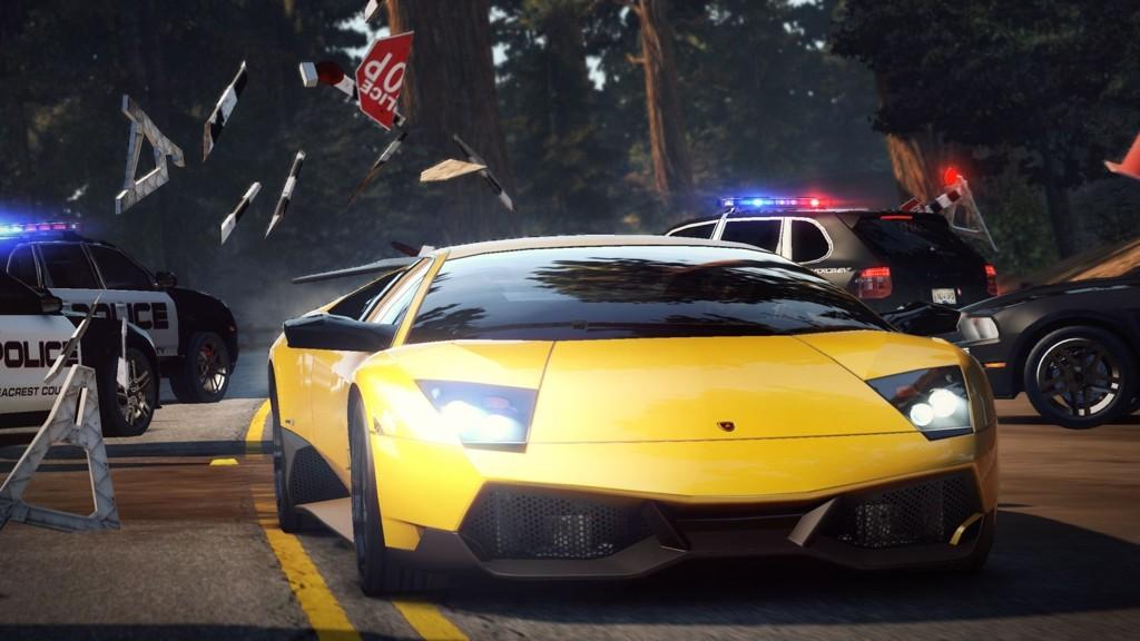 Need for Speed: Hot Pursuit kommer med en haug sosiale funksjoner som kalles for Autolog.  Systemet kan kort og godt beskrives som spillets svar på Facebook.