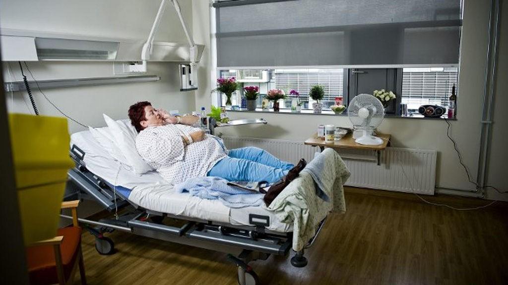 UVASKET: Rommet til Else-Marie Rognan ble ikke vasket på over to døgn. Som ansatt ved Ahus selv, er hun sjokkert over renholdet ved sykehuset i helgene.