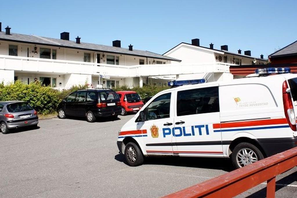 En 92 år gammel dame har brukket lårhalsen etter at hun forskanset seg mot inntrengere i Prinsdal.