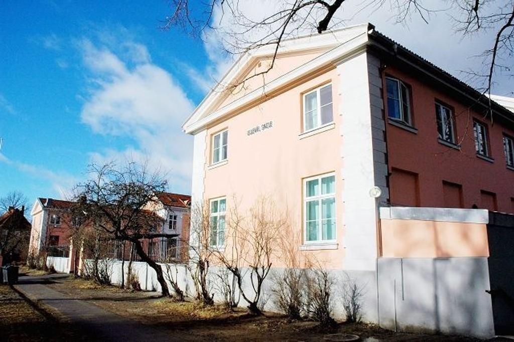 Brakker/paviljonger er på vei fra Lindeberg skole og hit til Ullevål. Byrådet venter dem på plass innen 1. oktober. Arkivfoto: Karl Andreas Kjelstrup