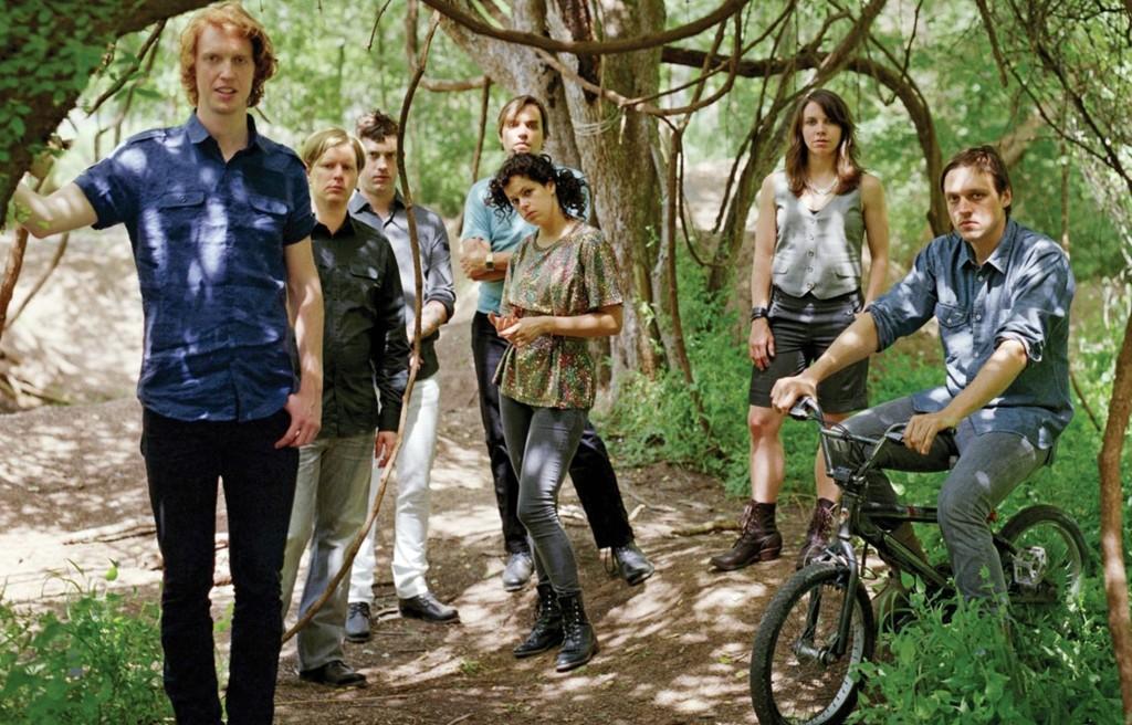 Det sju personer store Arcade Fire fikk gode kritikker for konserten de holdt under Hovefestivalen tidligere i sommer.