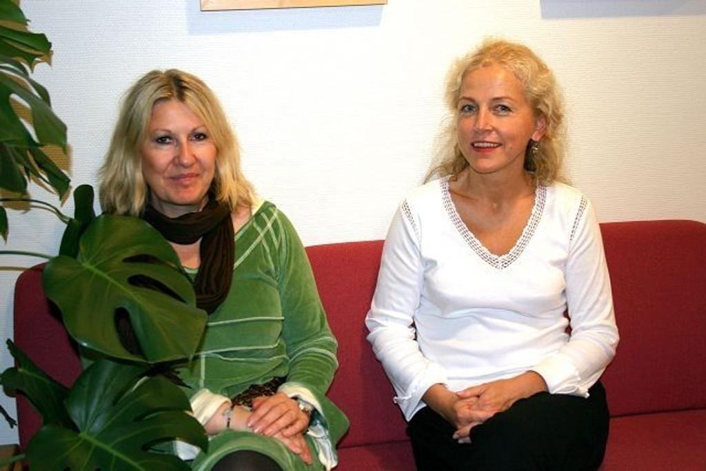 – Vi tilrettelegger for deltakere i Vilje Viser Vei, men bidrar med tilrettelegging og veiledning til arbeidsgivere også, sier Kari Grorud Ek og Violetta Arnesen.