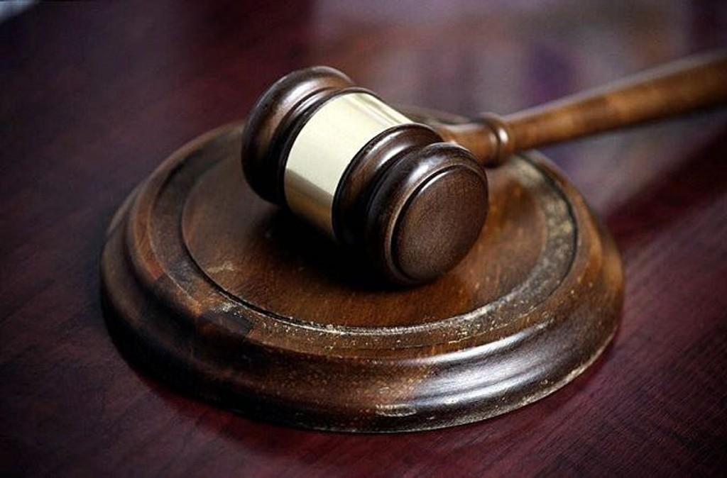 En 26 år gammel mann fra Tøyen er dømt til fengsel i to år og to måneder for blant annet ran med skrutrekker og vold mot en kvinne.