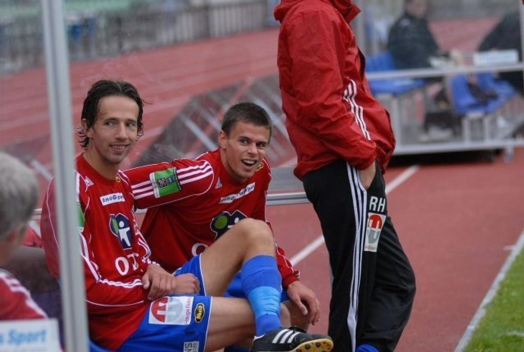 Martin Lund var innvolvert i to av målene. Her sitter han sammen med Svien Tore Brandshaug som scoret ett og hadde en målgivende.