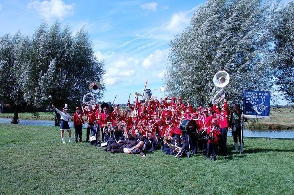 På tur: Det var en imponerende gjeng musikanter som var på besøk til Nederland.