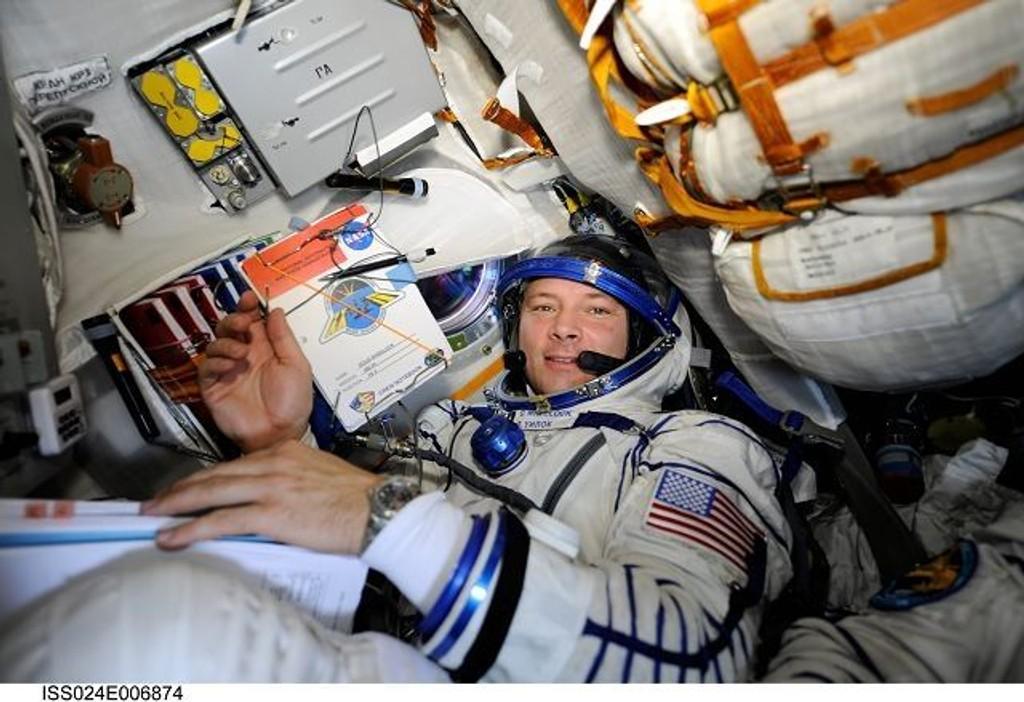 Astronaut Doug Wheelock fra New York befinner seg på den internasjonale romstasjonen, langt der oppe, og skal snakke direkte med ungdomsskoleelever fra Oslo og Akershus, som befinner seg på Teknisk museum på Kjelsås.