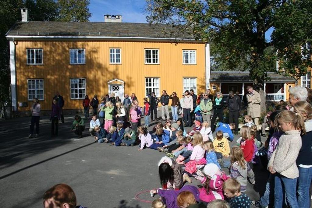 Det var mange fremmøte under den offisielle åpningen av Markaskolen torsdag 17.september.