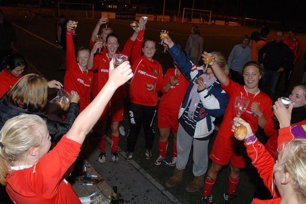 Det var en glad jentegjeng som sikret gull til Røa forrige torsdag.foto: rahjaeha