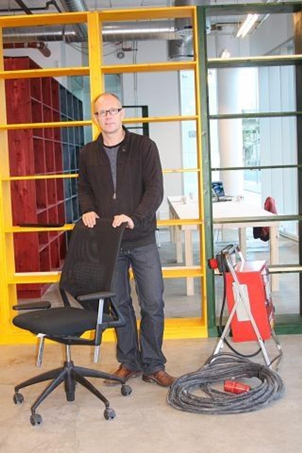 Velkommen! Per Gunnar Eeg-Tverbakk, daglig leder for Kunsthall Oslo, kom i mål til åpningen 17. september. FOTO: ELLEN RØNNING