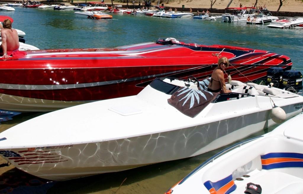 Lake Havasu City er en lekegrind i ørkenen, hvor pengesterke liker å vise fram leketøyene sine.