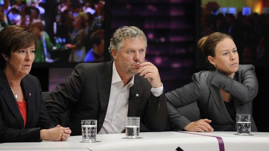ERKJENNER NEDERLAGET: Mona Sahlin (til venstre) og hennes partnere i Rödgröna måtte erkjenne nederlaget etter valget i Sverige søndag. Her er hun sammen med Peter Eriksson og Maria Wetterstrand fra Miljöpartiet.
