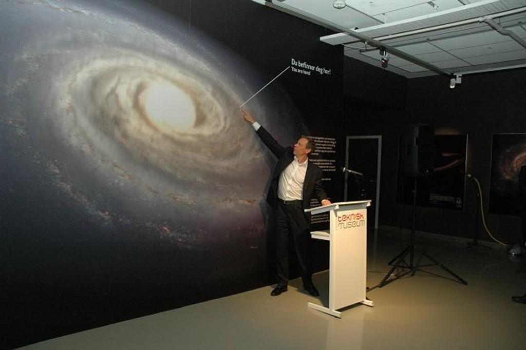 Christer Fuglesang har vært i rommet. Torsdag åpnet han Astroamfiet på Teknisk museum. Nå kan hvem som helst reise mye lenger ut enn det astronaut Fuglesang har vært. Med utgangspunkt fra Kjelsås.