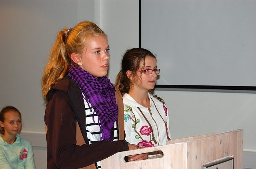Malin Johannessen (t.v.) og Aila Linnerud etterlyste ridehall på Nordtvet gård.