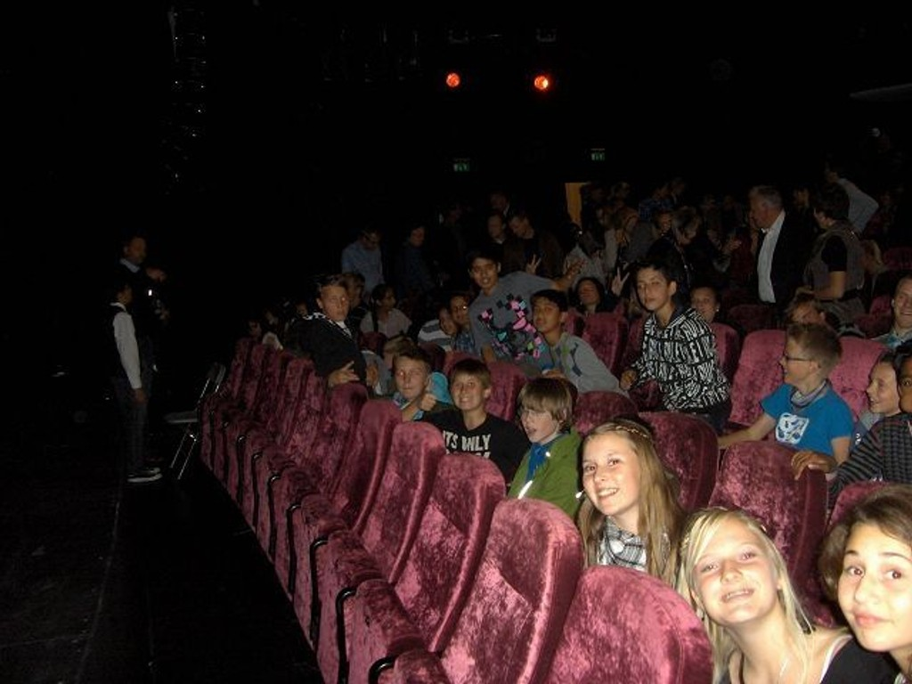 7. klassingene på Veitvet ungdomsskole, var klare til et vilt show i Folketeateret. KLIKK PÅ BILDET FOR Å SE NESTE BILDE