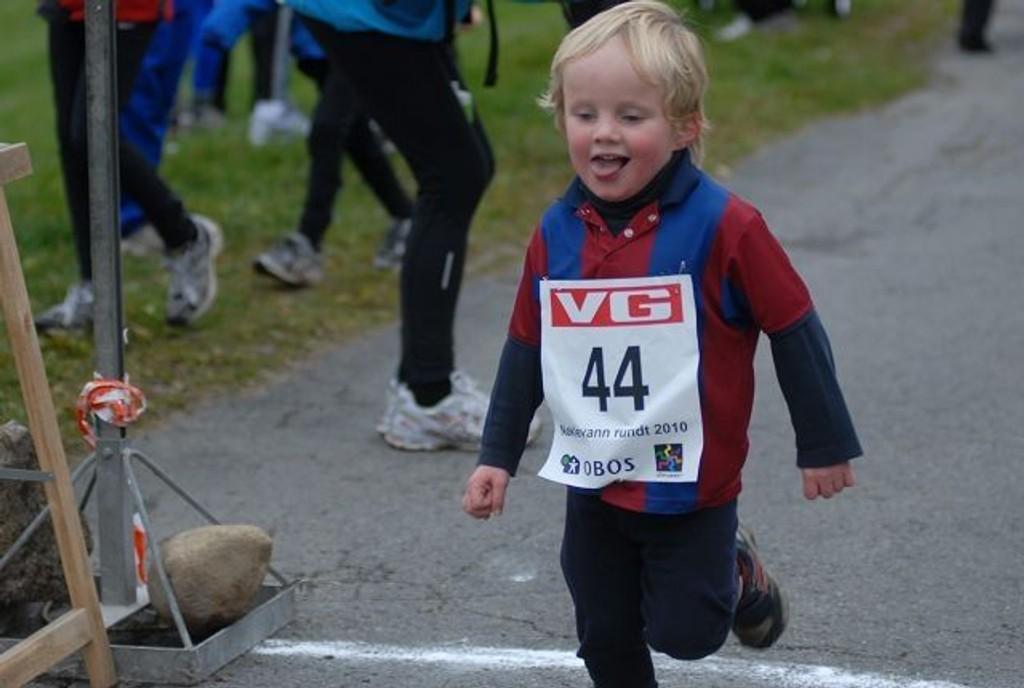 Sebastian Bømark Hanssen (3) fra Bekkelaget debuterte med barneløpet Nøklevann Rundt