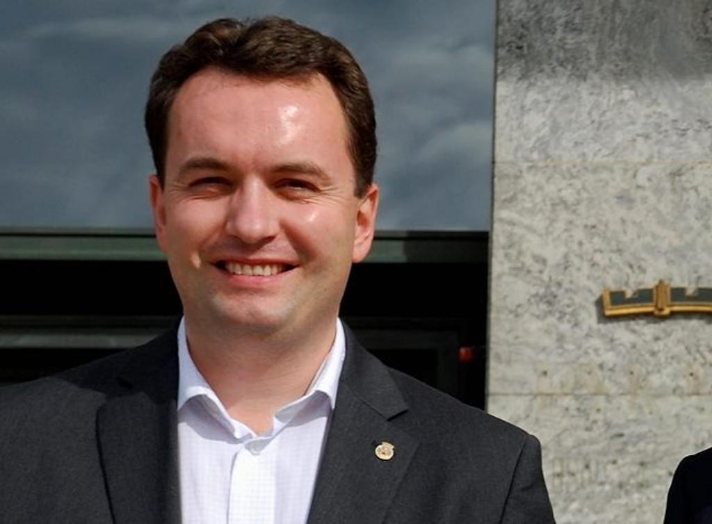 Byrådsleder Stian Berger Røsland står fast på å få lagt ned Hersleb.