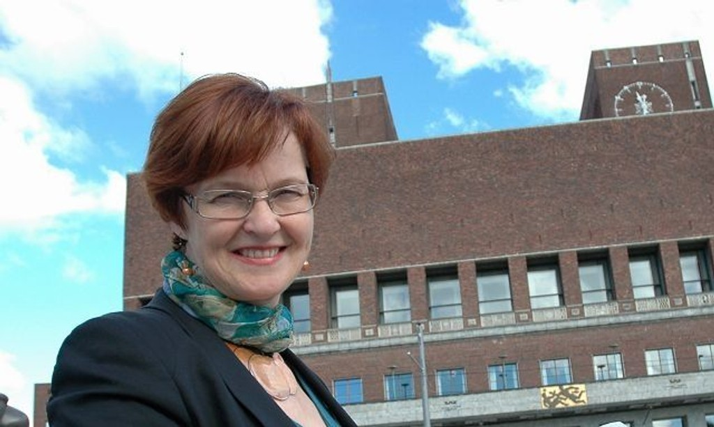 Varaordfører Aud Kvalbein har vært med på å sette i gang en bøssebærestafett blant byens politikere.