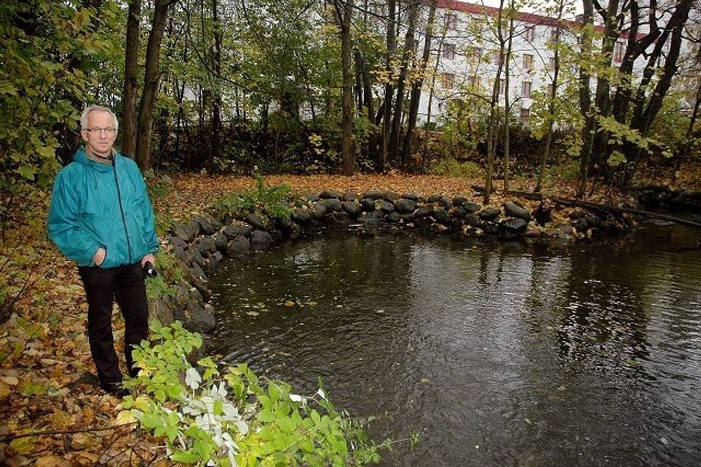 Prosjektleder Terje Nordeide ved Alnaelva. Her skal det skapes en ny verden langs et litt for bortgjemt vassdrag. – Dette er indrefileten i området, mener Nordeide.