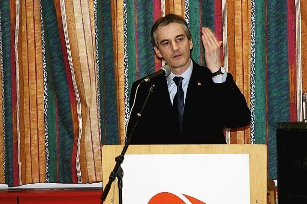 Utenriksminister Jonas Gahr Støre stiller på Furuset fredag.