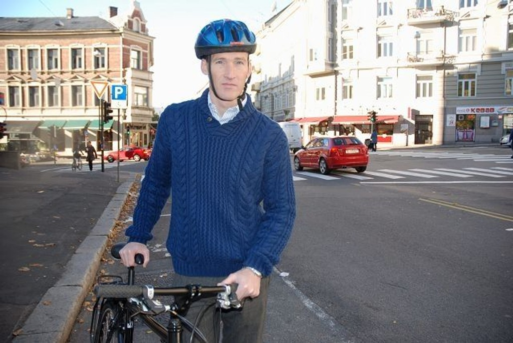 NÅ MÅ NOE SKJE: Jan -Petter Holtedahl, leder av St. Hanshaugen Venstre krever bedre kår for byens syklister, snarest.Foto: Anne Marie Huck Quaye