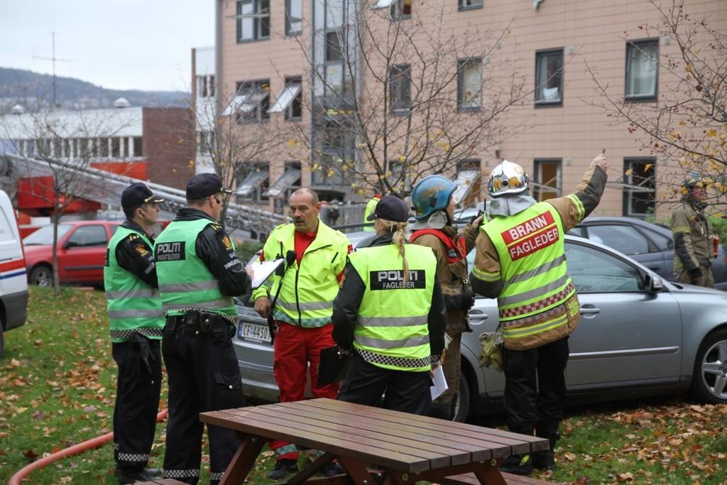 Ingen ble alvorlig skadet da det brøt ut brann på Lovisenberg i morges. FOTO: NILS SKUMSVOLL