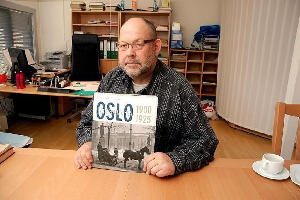 Jon Gunnar Arntzen har sammen med Stig Audun Hansen gitt ut det fjerde bindet i bokserien om Oslo-historien. I dette bindet får du innblikk i perioden 1920 til 1925.