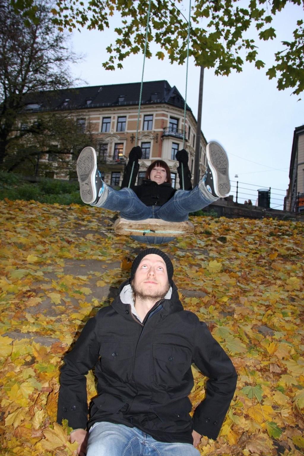 Håkon Julsrud og Vibeke Stølan i Luftballong venter spent på dommen fra Kaizers Orchestra etter at de kasta seg inn i konkurransen om å lage en coverlåt av Kaizers singel Hjerteknuser.