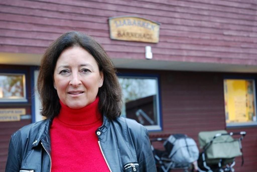 Anita Asdahl Hoff på besøk i Liabakken barnehage i Olaf Bulls vei som fikk målt svært høye radonverdier.