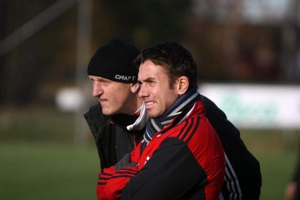 Hovedtrener Ståle Andersen (høyre) gir seg kanskje som trener for KFUM/Oslo. Her sammen med assistenttrener Esten O. Sæther.