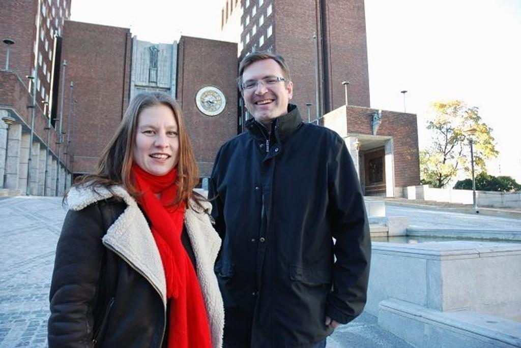 Rina Mariann Hansen og Trond Jensrud mener bydelspolitikerne bør få mer kroner å rutte med. Foto: Anne Marie Huck Quaye