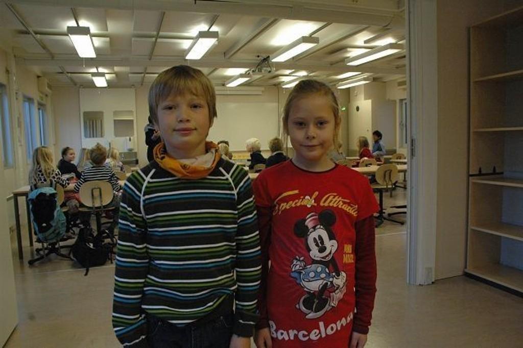 3. klassingene Jonas Strand Gersvik og Gina Benedicte Knudsen syntes det var godt å flytte inn i sitt nye klasserom i den 200 kvadratmeter store paviljongen på Ullevål skole.