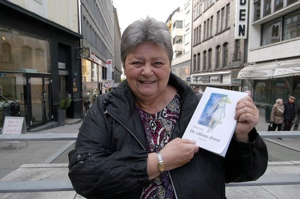 """Bjørg Duve er aktuell med boken """"De våknes drøm""""."""
