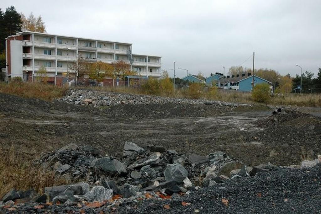Johan Scharffenbergsvei 75 består stort sett av stein og gjørme etter Lidl-kjedens mislykkede butikkprosjekt. Nå planlegges det 90 leiligheter og en Rema 1000-butikk på den omstridte tomten.