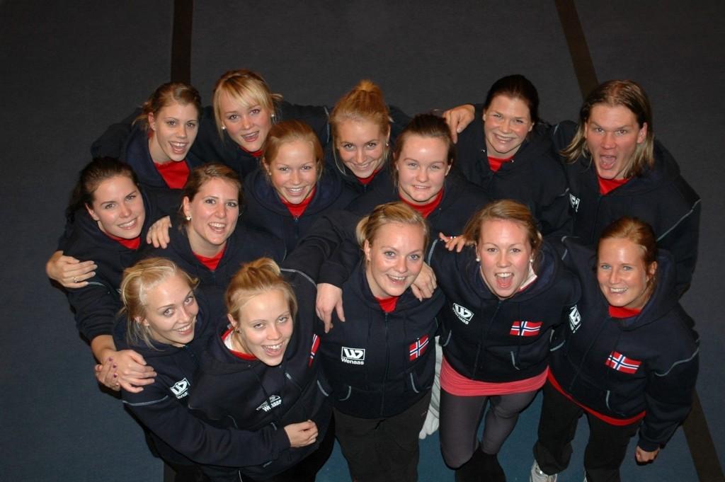 Jentene fra Oslo Turnforening kunne juble etter bronse i EM troppsgymnastikk i Malmø i helgen. Festen måte de ta bak lukkede dører. Malmø er ingen trygg by for tiden...