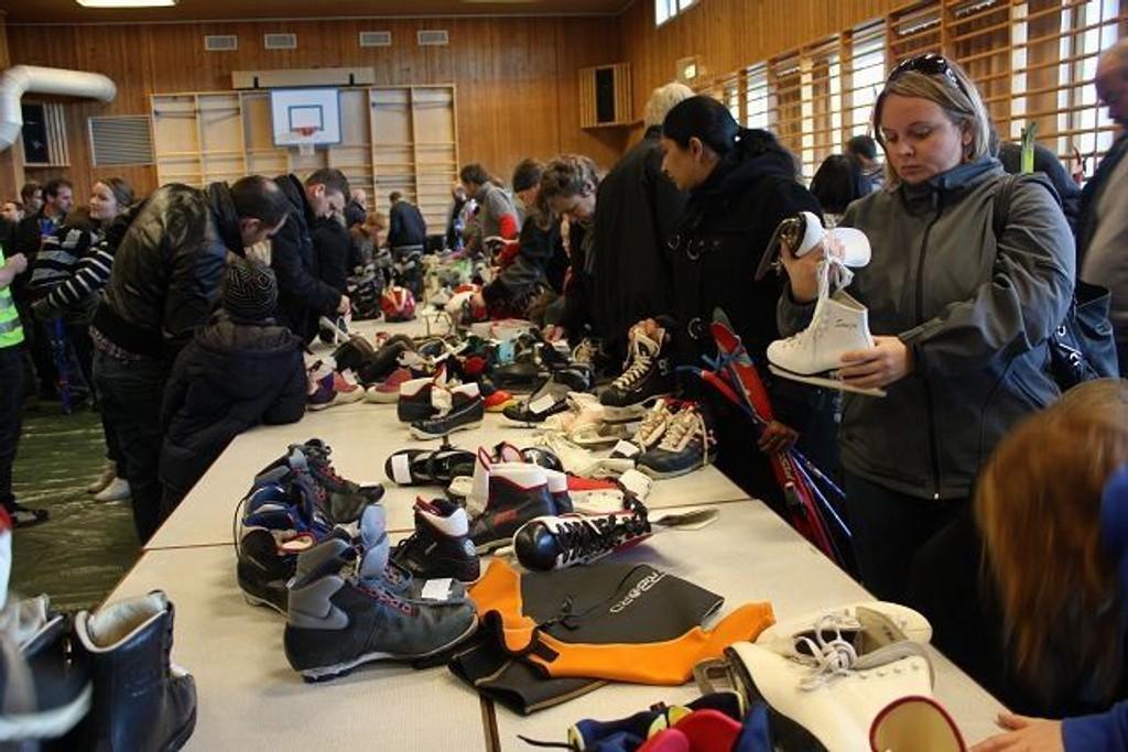 Store mengder skisko og skøyter ble revet vekk på rekordtid. Foto: Kaja Stabursvik