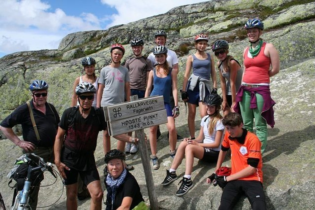Høydepunktet: Rotary-gruppen på Rallarvegens høyeste punkt. Begge foto: Privat