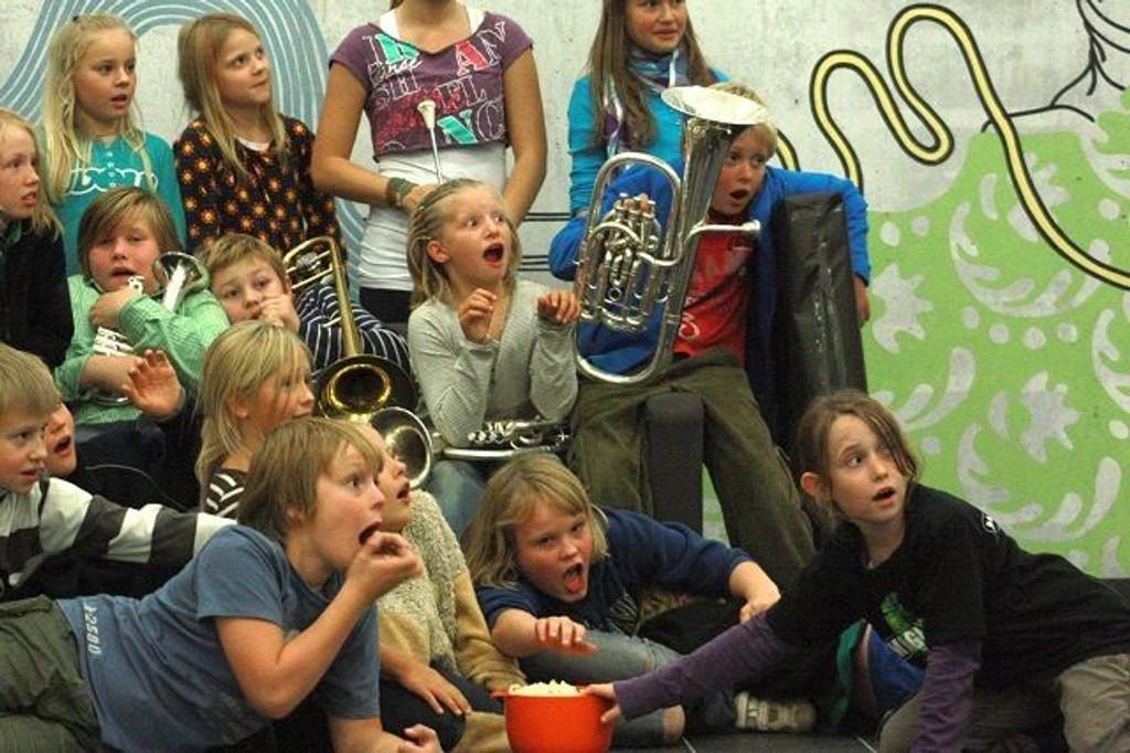 Søndag inviterer Tåsen Skolekorps til musikalsk filmkavalkade i Tåsenhallen - her deler av korpset.