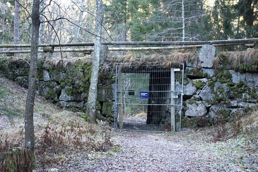 Undergangen i den såkalte Korketrekkeren i Østmarka er sperret på grunn av fare for steinras.
