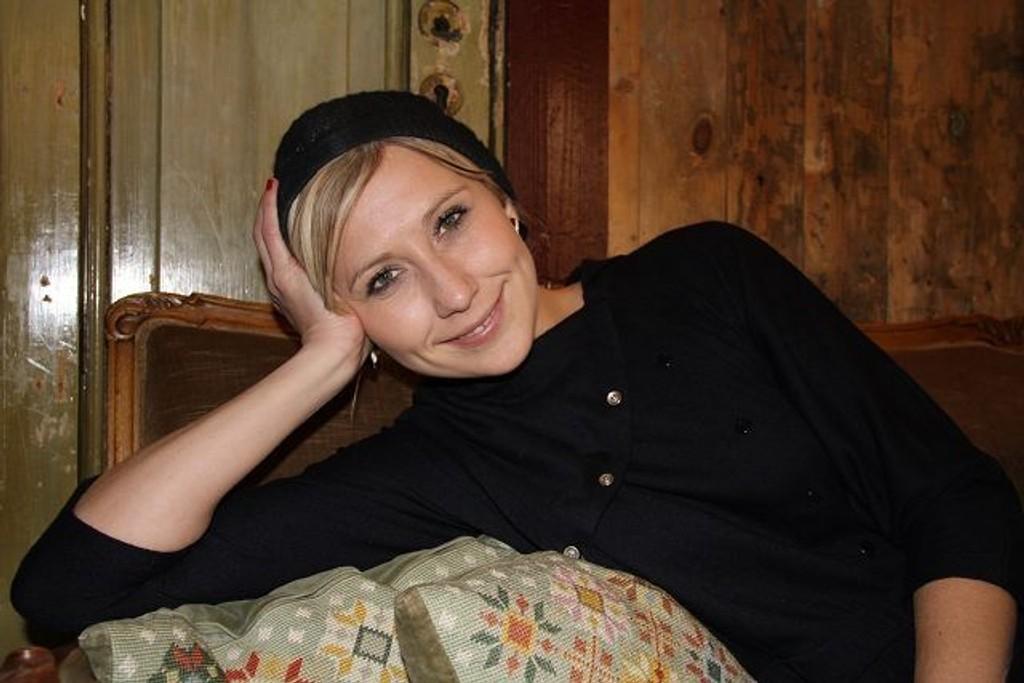 «Det nærmeste du kommer en kvinnelig Tom Waits» sier platedirektør Hilde Louise Asbjørnsen om Guro von Germeten.