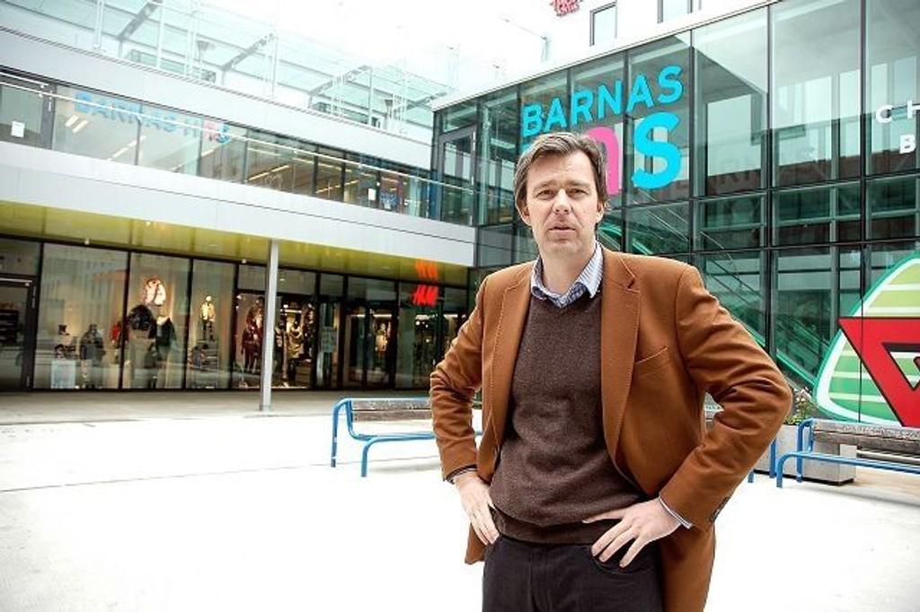 Sentersjef Øystein Aurlien på Ullevaal stadion shopping. Her like ved inngangen til kundetoalettet.
