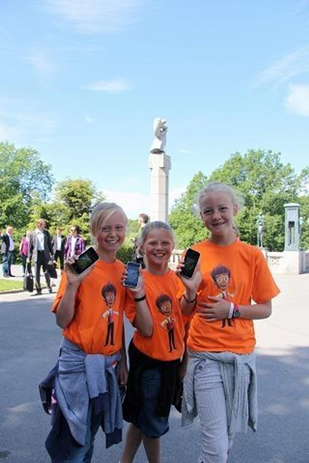 Disse barna fikk teste spillet «Den hemmelige parken» i Vigelandsparken i sommer.