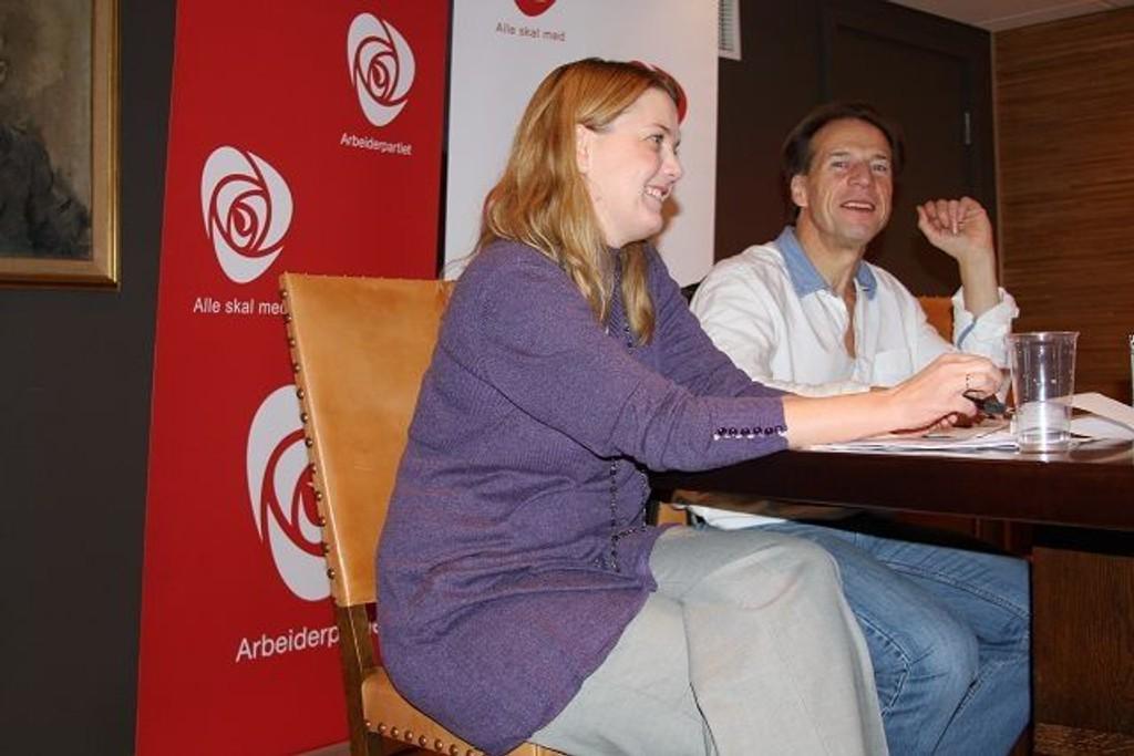 Jan Bøhler, leder Oslo Arbeiderparti og Nina Bachke, nestleder Helse- og sosialkomiteen i Oslo bystyre for Arbeiderpartiet, holdt pressekonferanse i etterkant av eiermøtet som ble holdt knyttet til Aker sykehus' fremtid.