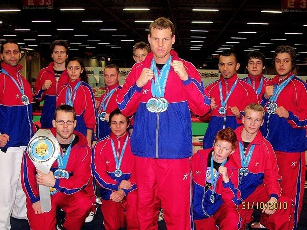 Andreas Hoftun debuterte som kickboxer med å ta tre VM-gull i lettkontakt i Italia.